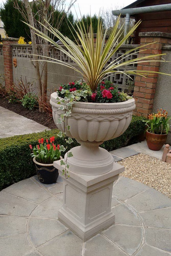 Stone Garden Troughs Somerset stone planters and the garden centre sheptonclassicstone shepton classic stone has always preferred to sell direct to the public thereby selling cast stone garden products at more realistic prices workwithnaturefo