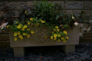 Tudor Rose Stone Trough (TR6)